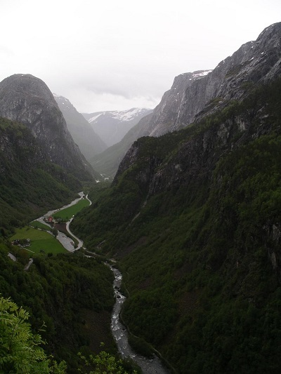 Hvor stor er den årlige nedbør langs den norske vestkyst